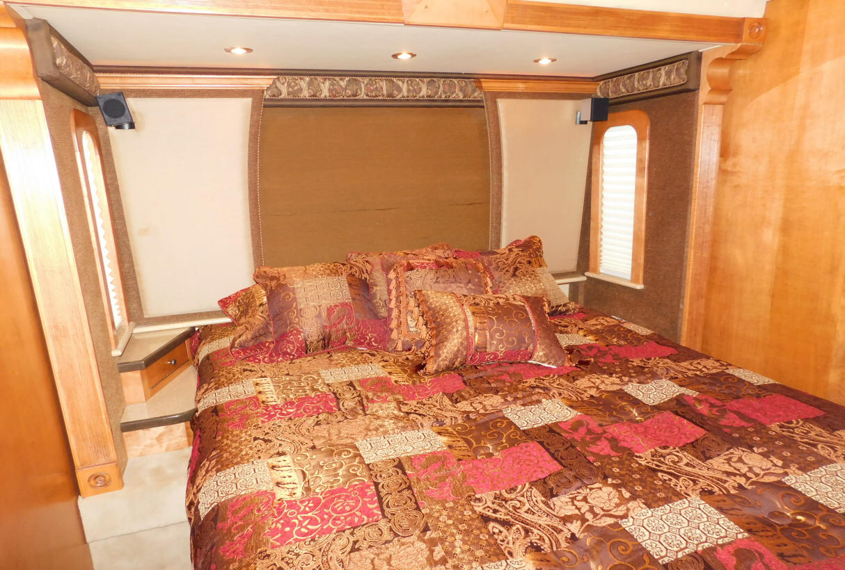 2003 Royal Double Slide Motorhome # 49259 For Sale At Staley Coach in Nashville, Tennessee.