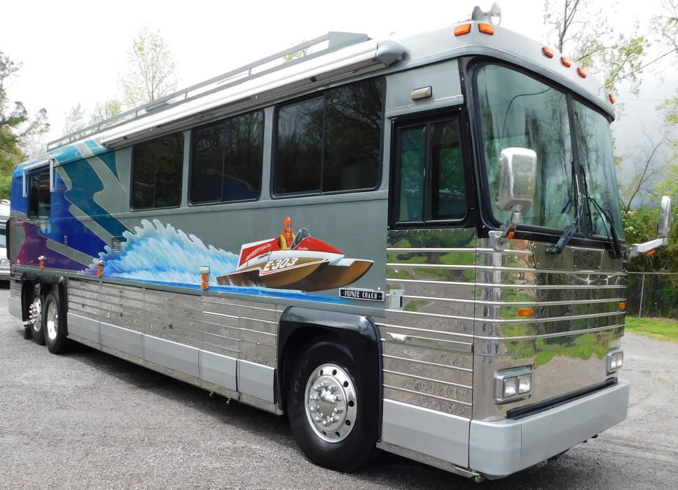1973 / 1995 MCI Motorhome # 49305 For Sale at Staley Bus Sales / Staley Coach, Nashville, TN.