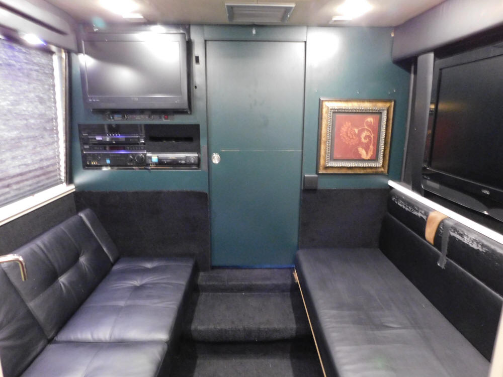 1999 Prevost LeMirage XL Entertainer Bus # 49354  For Sale at Staley BUs Sales / Staley Coach in Nashville, Tennessee