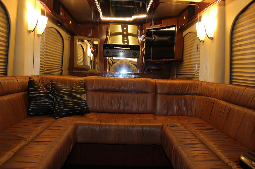 2005 H3-45 Prevost Entertainer Bus #44830 For Sale at Staley Coach, Nashville, Tennessee